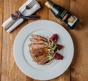 Grilovaná kachní prsa s BBQ balzamikovým krémem Kalamáta Papadimitriou