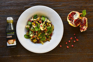 Vánoční salát s různými houbami, baby špenátem a BBQ balzamikovým krémem Kalamáta Papadimitriou