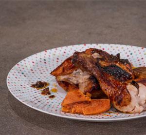 Κοτόπουλο – πεταλούδα με γλυκοπατάτες & σάλτσα bbq