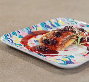 Pancakes με καραμελωμένα blueberries σε κρέμα βαλσαμικού ρόδι