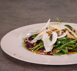 Salad with beetroot, mushrooms and parmesan flakes