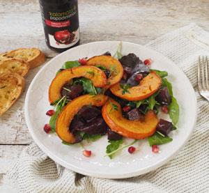 Podzimní salát s granátovým jablkem, pečenou řepou a dýní s balzamikovým krémem Kalamáta Papadimitriou