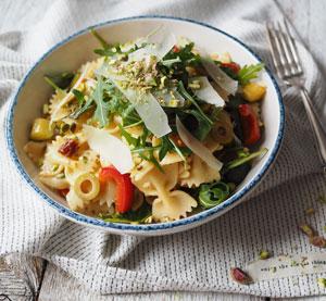 Těstovinový salát s pistáciemi