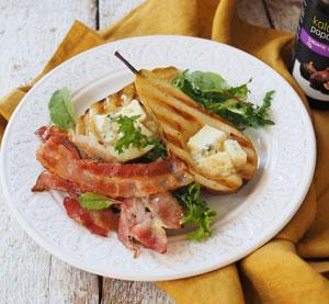 Grilované hrušky s nivou a slaninou