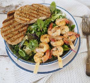 Salát s grilovanými krevetami