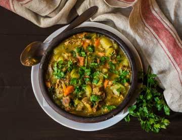 Αρνάκι στιφάδο με λαχανικά