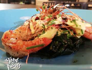 Γαρίδες με σπανάκι και σάλτσα ολαντέζ