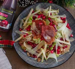 Ανάμεικτη σαλάτα με ρόδι, καρύδια, Αρσενικό Νάξου και βινεγκρέτ από κρέμα βαλσαμικού ρόδι