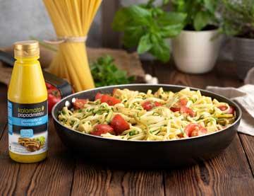 Λιγκουίνι με κοτόπουλο, κολοκύθι, τοματίνια και σάλτσα μουστάρδας