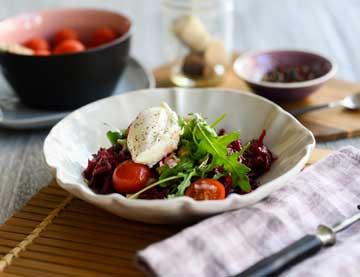 Σαλάτα με παντζάρι, τοματίνια και τυρί κρέμα